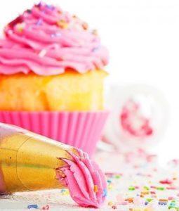 Pink cupcake & frosting bag